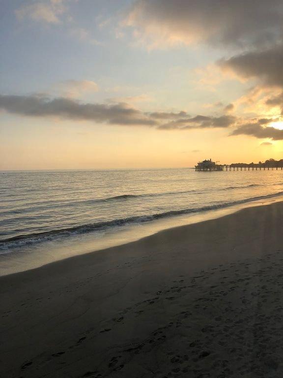 Sur les pas de la plage à la jetée