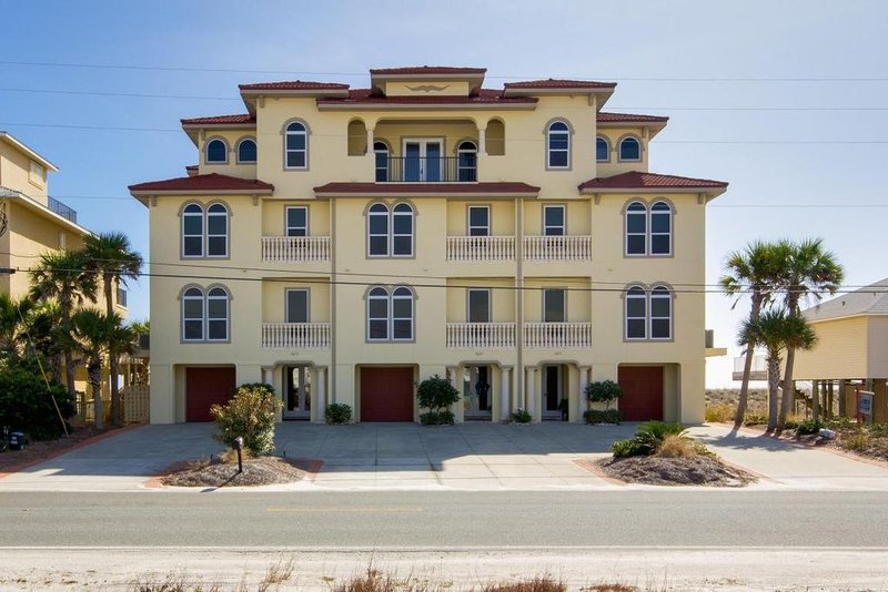 Gulf Front with Elevator/5 Bedrooms with En Suites, alquiler de vacaciones en Navarre
