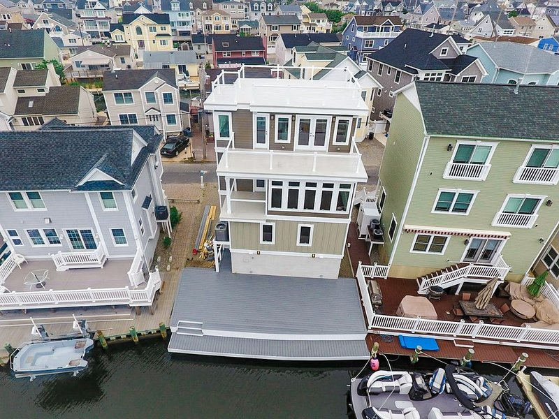 5 Star Luxury Waterfront Beach House-Easy Bay Access from Lagoon, holiday rental in Lavallette