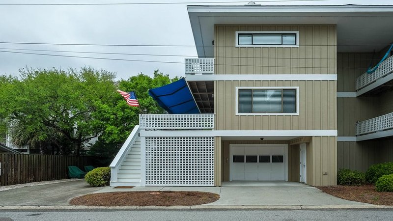 Renovated  3 Bedroom TownHome in The Heart of Wrightsville Beach, holiday rental in Wrightsville Beach