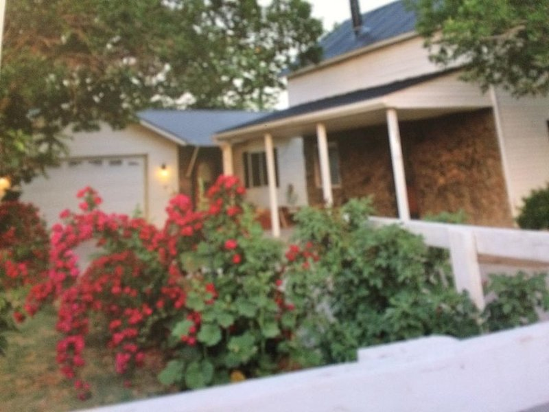 OUTDOORS PERSONS  PLAYGROUND, holiday rental in Green River