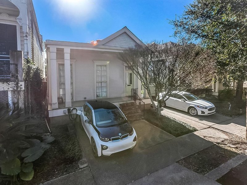UPTOWN GEM WITH POOL, vacation rental in New Orleans