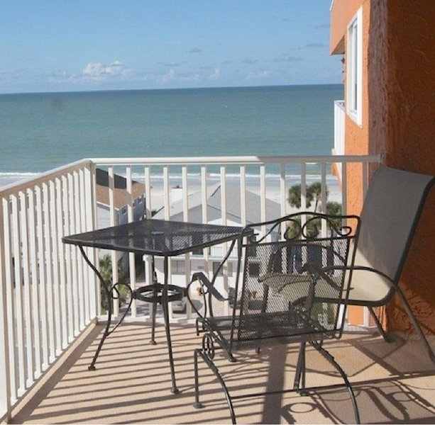 Penthouse w/ Gulf & Intracoastal Views-Steps to Beach-Hurry!, holiday rental in Redington Shores