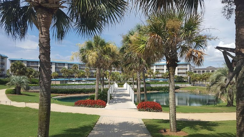 Gorgeous Condo, spacious ground floor unit! Huge Patio with Gulf View!, vacation rental in Miramar Beach