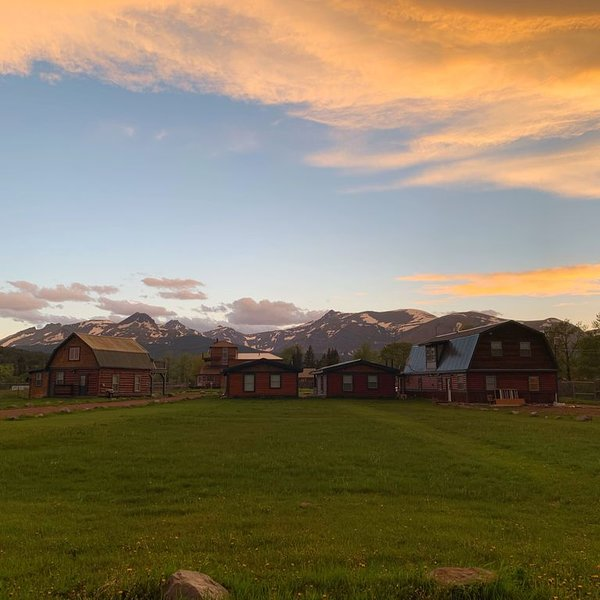 Historic 1906 Barn restored into a Luxury Rental, holiday rental in Browning