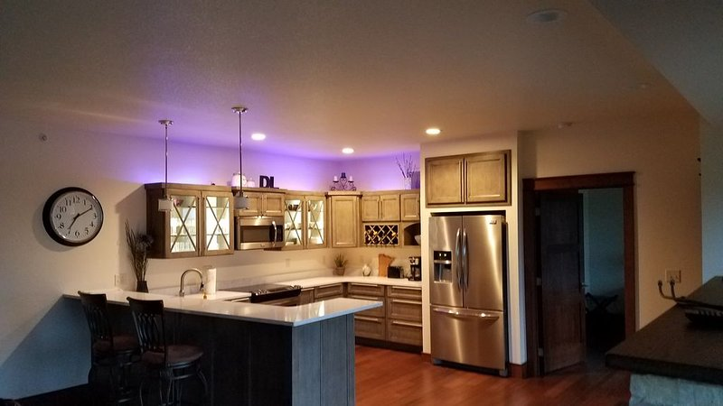 Beautiful Sunsets in Condominium Located in the Heart Of Detroit Lakes., alquiler vacacional en Detroit Lakes