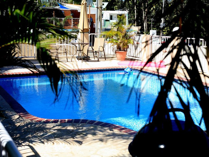 Beautiful 3BR 2BA condo one block from Sandy Beach all utilities and WIFI work!, location de vacances à Rincon