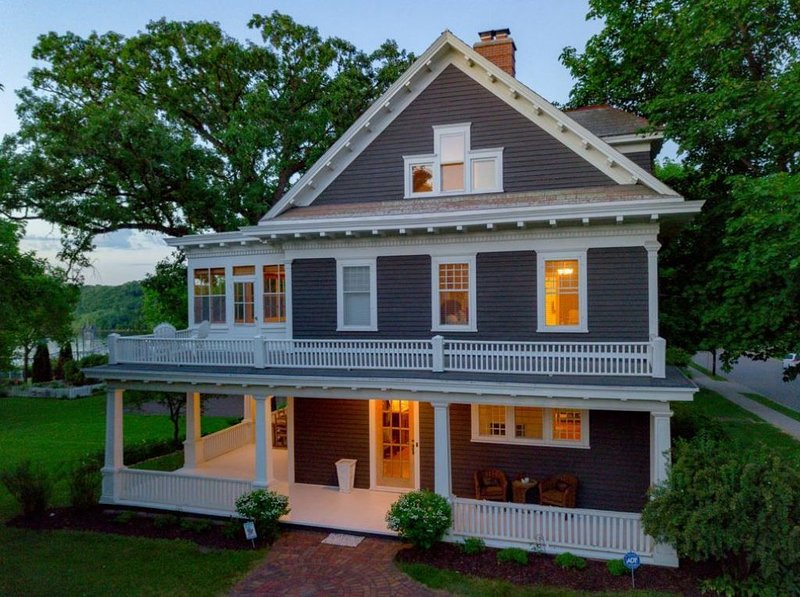 Historic Stillwater Home, Downtown, Walkable, Colonial Revival Design, holiday rental in Forest Lake