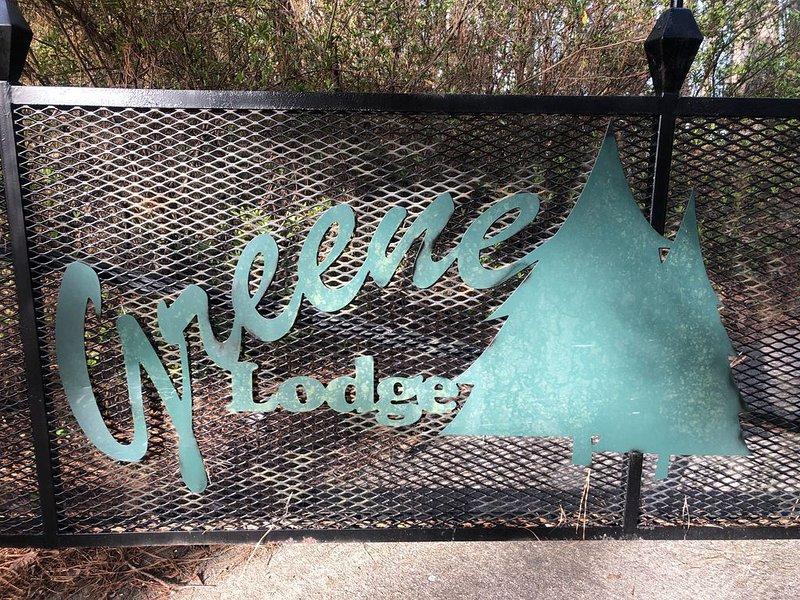 Greene Lodge on Lake Keowee, lakefront w/2 docks, close to Clemson University, vacation rental in Pickens