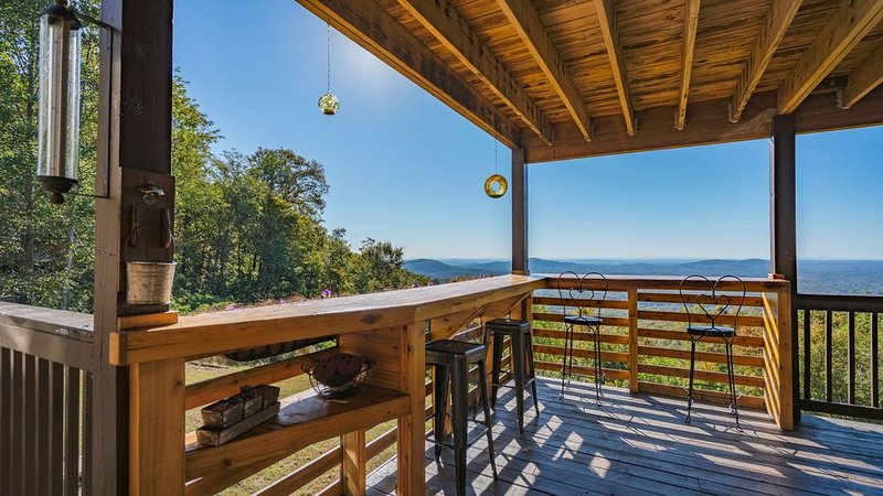 Incredible long range view, over 28ac in the Chatahoochee national forest park, holiday rental in Dahlonega
