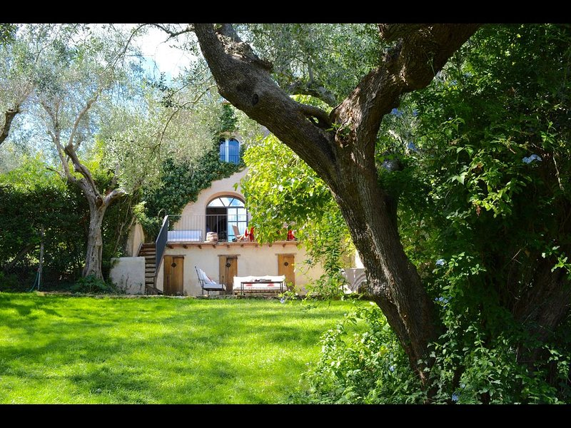 FABULOUS 4BD HOME IN CAPALBIO W/ PRIVATE POOL & GARDEN, MINUTES TO THE BEACH!, Ferienwohnung in La Campigliola