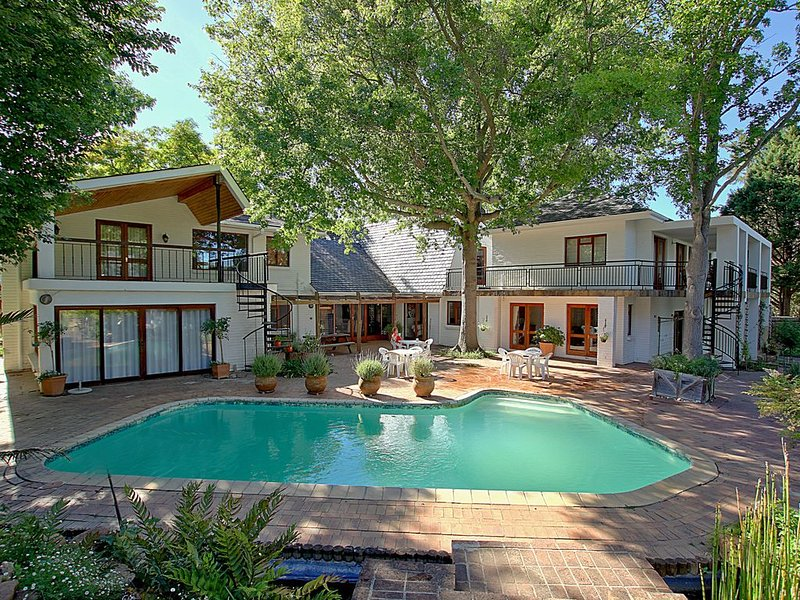 Natures Valley Villa; 9BR/7.5BA, 3 Master Bedrooms, 2 Kitchens, Pool House, holiday rental in Somerset West