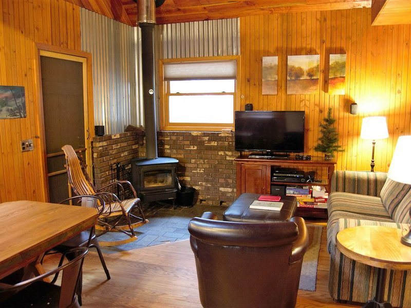 The Creeksong at Harvest Moon Cottages...a true cabin in the woods experience, aluguéis de temporada em Rockbridge