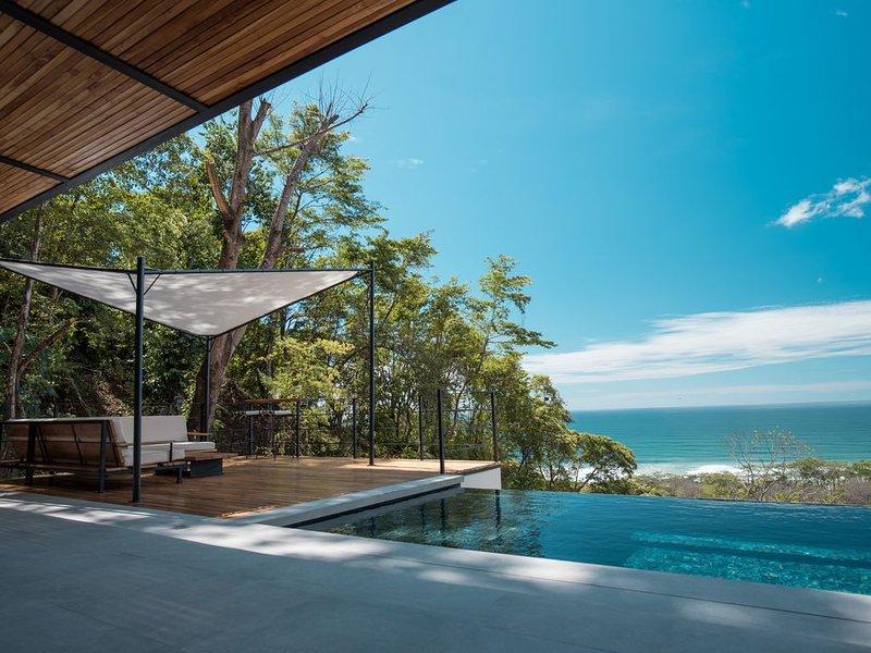 Villa Kaleo - Ocean View Luxury Villa PRIME LOCATION, aluguéis de temporada em Santa Teresa