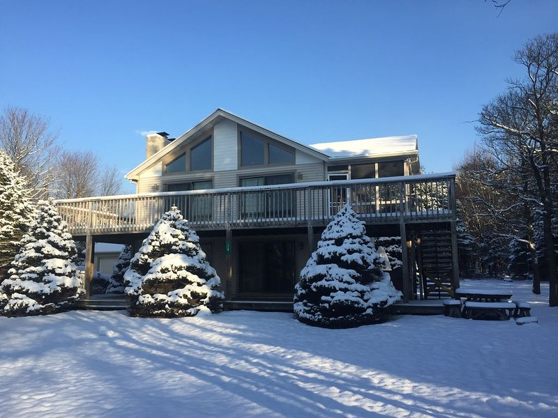 ADVENTURE AWAITS! 7 BR Sleeps 16, Hot Tub, & Game Room – semesterbostad i Albrightsville