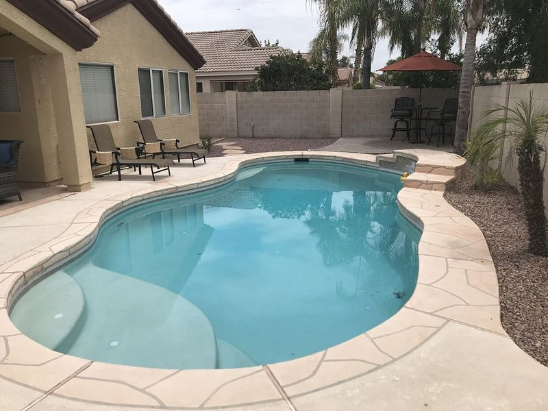 Our pool is open!!? Gorgeous 4 Bed, Peoria Oasis, 5 TVs, single level, holiday rental in Peoria
