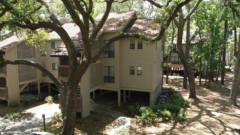 95/96 Moorings- 60 sec. walk to beach and Dunes House!  Private Management!, location de vacances à Bluffton
