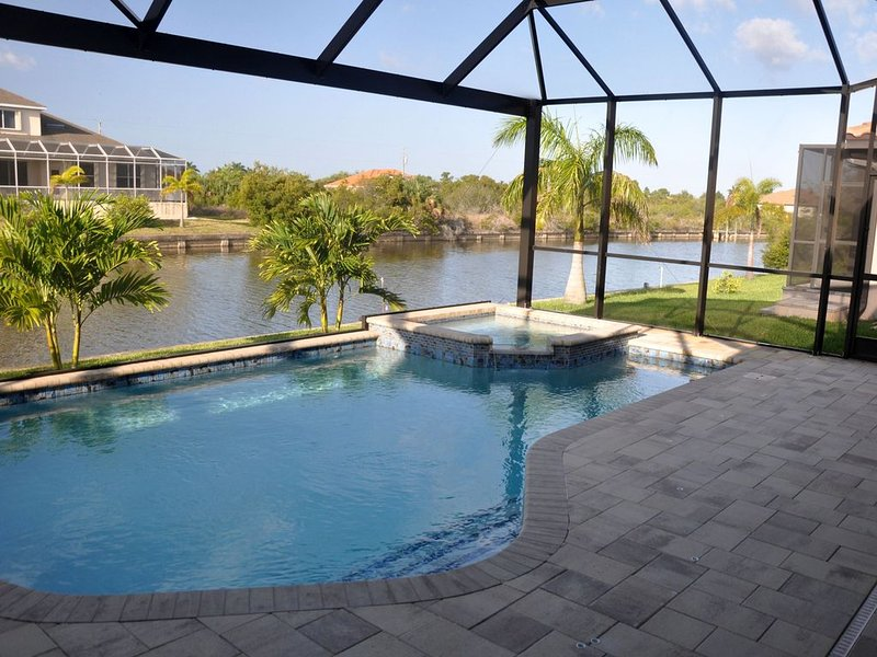 Azure Chateau--Waterfront, Southern Exposure Heated Pool/Spa--South Gulf Cove, holiday rental in El Jobean