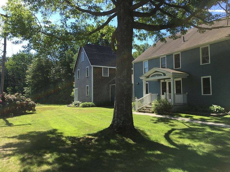 LOCATION! STEPS TO DOCK SQUARE - RENOVATED HOUSE, vacation rental in Kennebunkport
