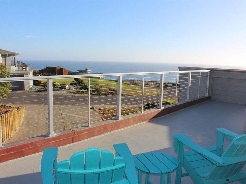 Ocean view, short walk to beach, golf and Bistro. Beautiful remodeled home., alquiler de vacaciones en Bodega Bay