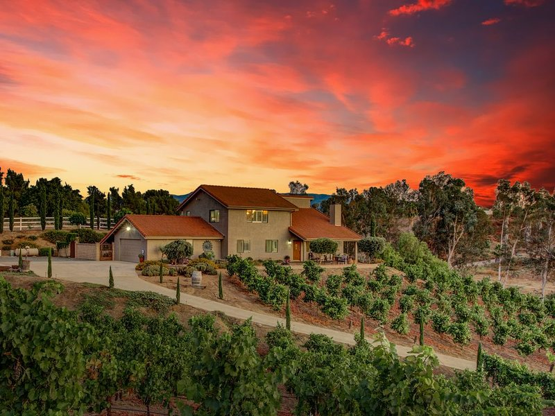 Vino Vento Home On A Hill ~Quiet Minutes From Wineries Entertainment w/ A POOL, Ferienwohnung in Temecula