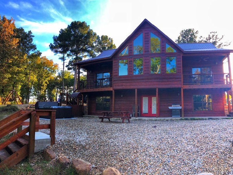 Brand New and Totally Secluded On The Mt. Fork River, holiday rental in Eagletown