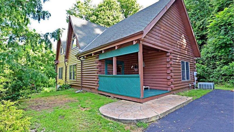 Spectrum Int/WiFi, HULU Live,Game Room,10 Acre Private Trail, Kid & Pet Friendly, location de vacances à Sugar Grove