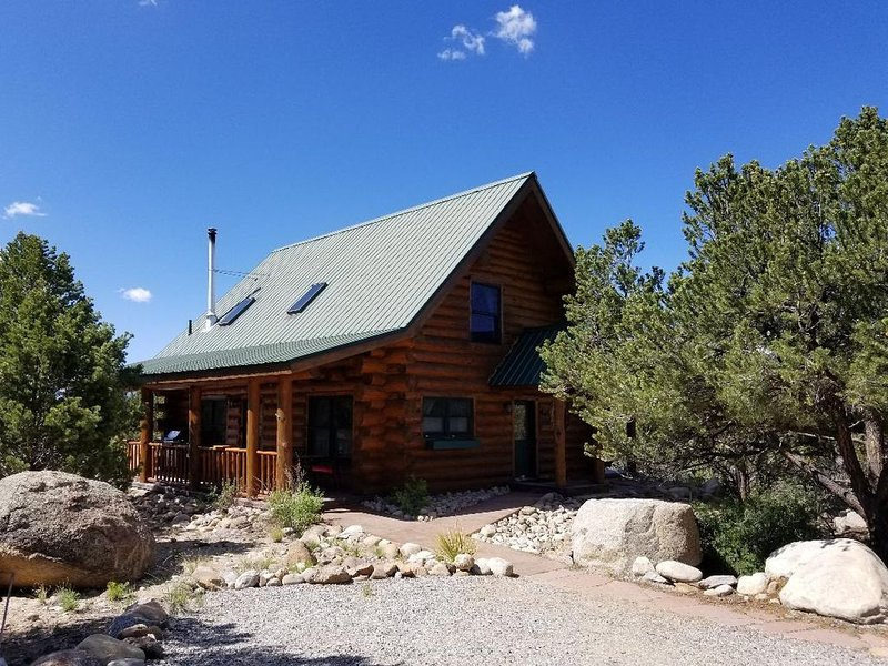 Cozy, quiet, secluded log cabin. Rent 6 nights and 7th night is free, location de vacances à Buena Vista