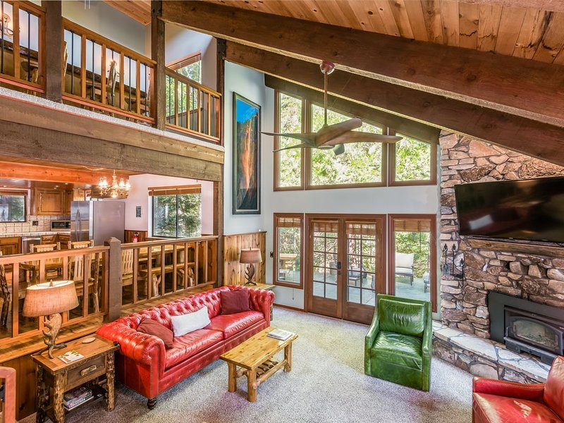 Firefall Lodge - Immaculate home 2 miles from Yosemite National Park., holiday rental in Fish Camp