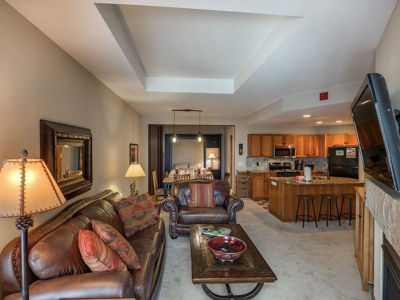 Copper One, Steps to lift, RENOVATED, 5 STAR, comes w/ reservation, holiday rental in Copper Mountain