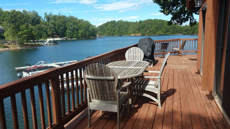 Waterfront Lake Keowee chalet with Gorgeous 180° Lake Views 15 min from Clemson!, holiday rental in Six Mile