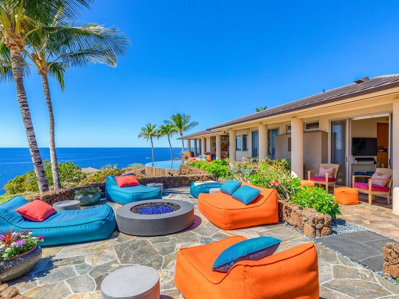Ocean Front Luxury living w/  Mauna Kea Resort option! Private pool and Spa, alquiler vacacional en Kawaihae