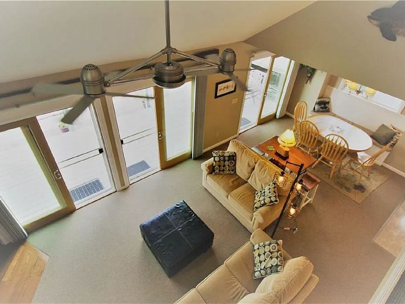 SunRae Hideaway - Lake Home on Keuka's Sun-Drenched East Side!, casa vacanza a Tyrone