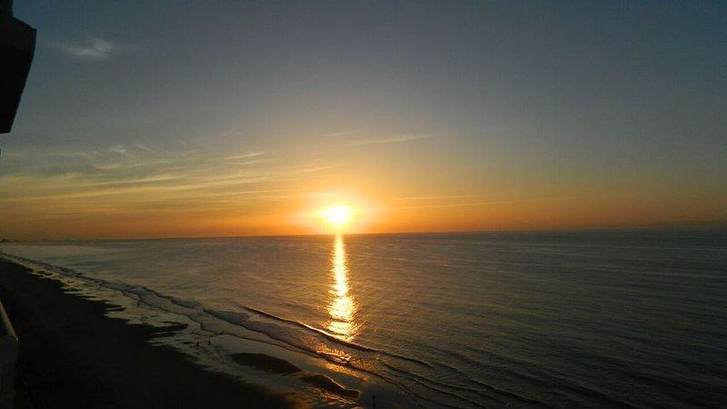 Oceanfront Condos - 1BR,2Baths,  TOTAL REMODEL - PHOTOS COMING, location de vacances à Garden City Beach