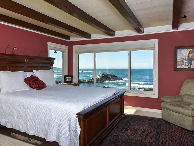 6-Bedroom Oceanfront Masterpiece in Pacific Grove, CA. From $1200 for 8 guests, location de vacances à Monterey County