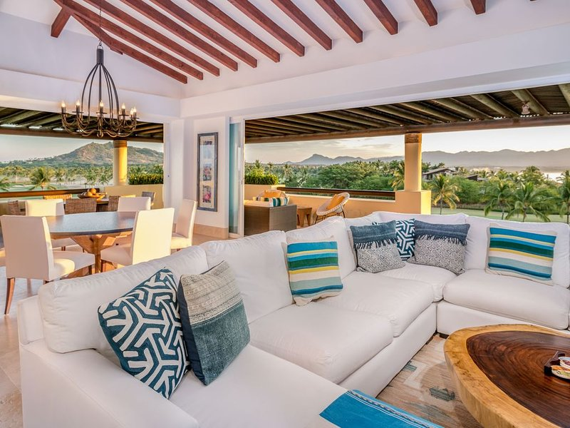 Premier Golf and Beach Clubs, Upscale Renovated Penthouse with Amazing Views!, vacation rental in Punta de Mita