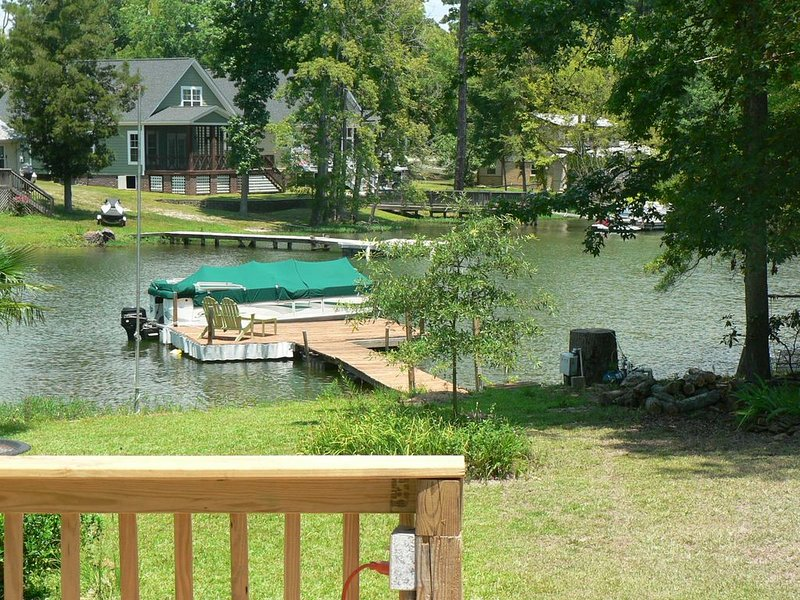 Lake Murray Getaway with Private Dock and Boat Ramp, holiday rental in Irmo