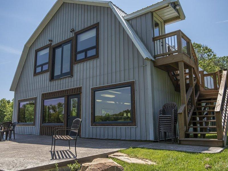 Great Views | Lakeside | Family-Friendly Barn | Reunions, Events, Retreats, aluguéis de temporada em Dixon