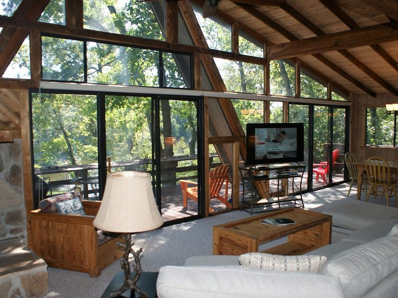 Whitetail Lakeside Retreat, alquiler de vacaciones en Defiance