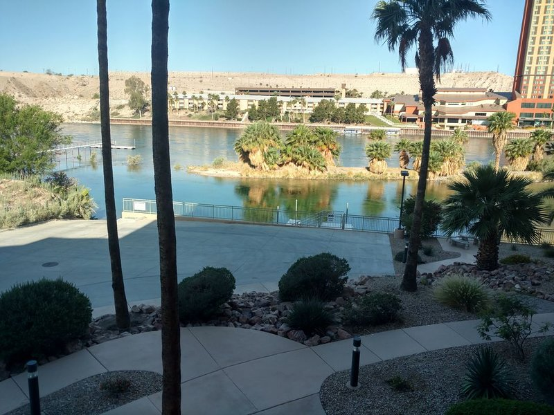 Ground level River Front Condo, ready for fun? Look no more, this is the place. – semesterbostad i Bullhead City