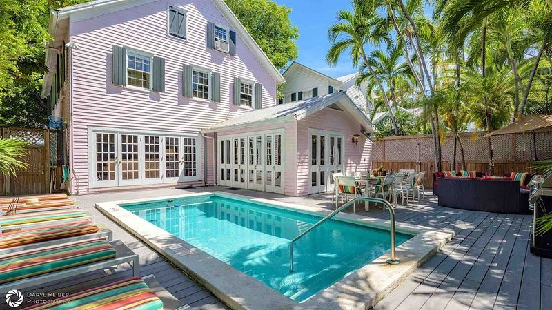 **STAR OF THE SEAPORT * OLD TOWN** Huge Home & Pool + LAST KEY SERVICES..., vacation rental in Stock Island