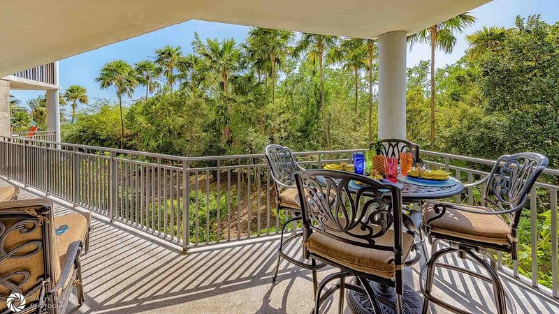 **NATURES EDGE * THE BEACH** Ocean Condo / Pool & Tennis + LAST KEY SERVICES..., vacation rental in Stock Island