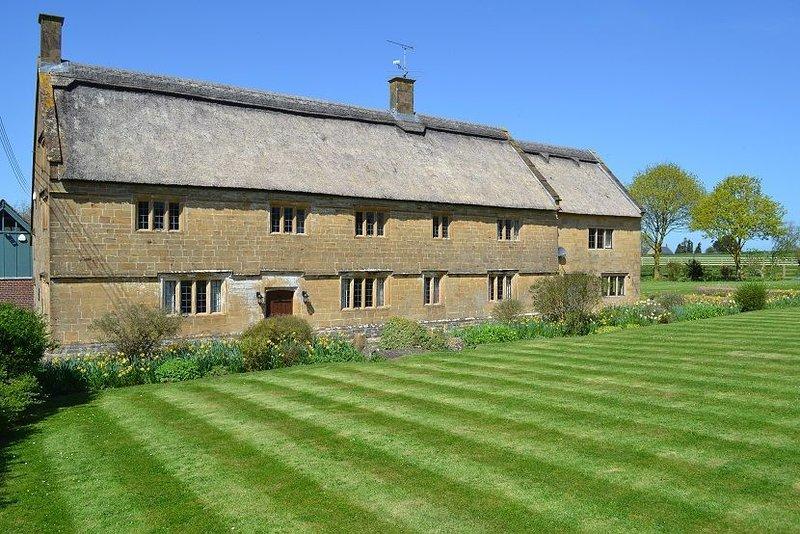 Historic Farmhouse with style, location de vacances à South Petherton