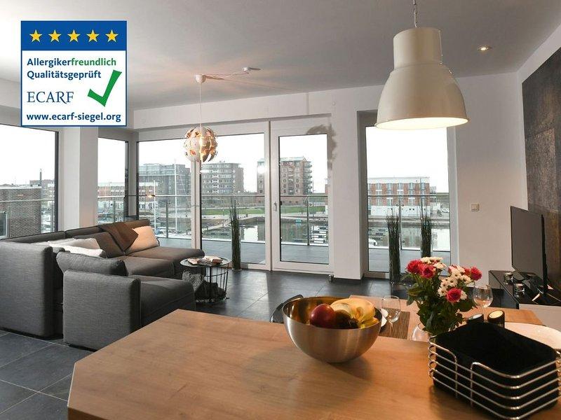 Hafenloft in perfekter Lage, tollem Ausblick und 30m² Sonnendeck, holiday rental in State of Bremen