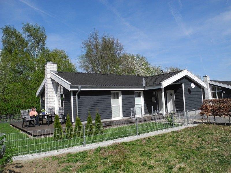 Schönes Ferienhaus im Seepark Nordhorn mit Sauna, Whirlpool und Kamin, location de vacances à Bad Bentheim
