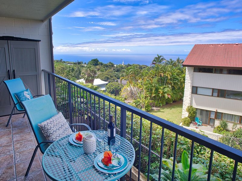 Lovely cooler elevation condo with ocean views. Well equipped., vacation rental in Kealakekua