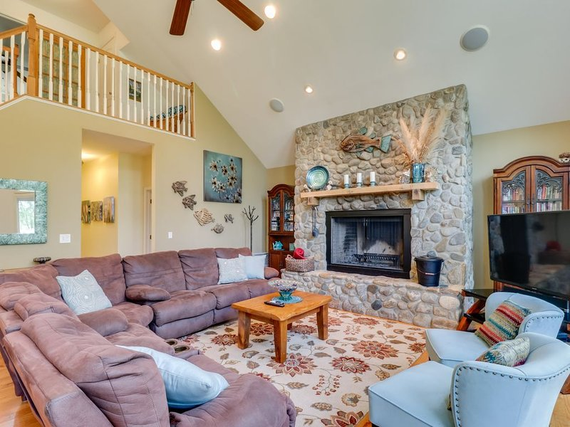 Nature lover's lakefront home w/ a beach, dock, fire ring, & more! – semesterbostad i Gordonsville