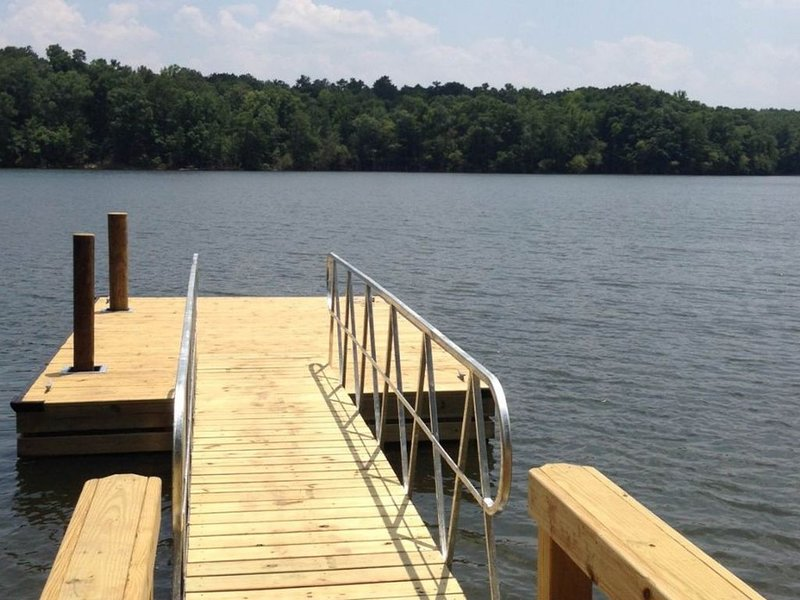 Lakefront, family-friendly home w/dock, swim ladder, outdoor shower, holiday rental in Prosperity