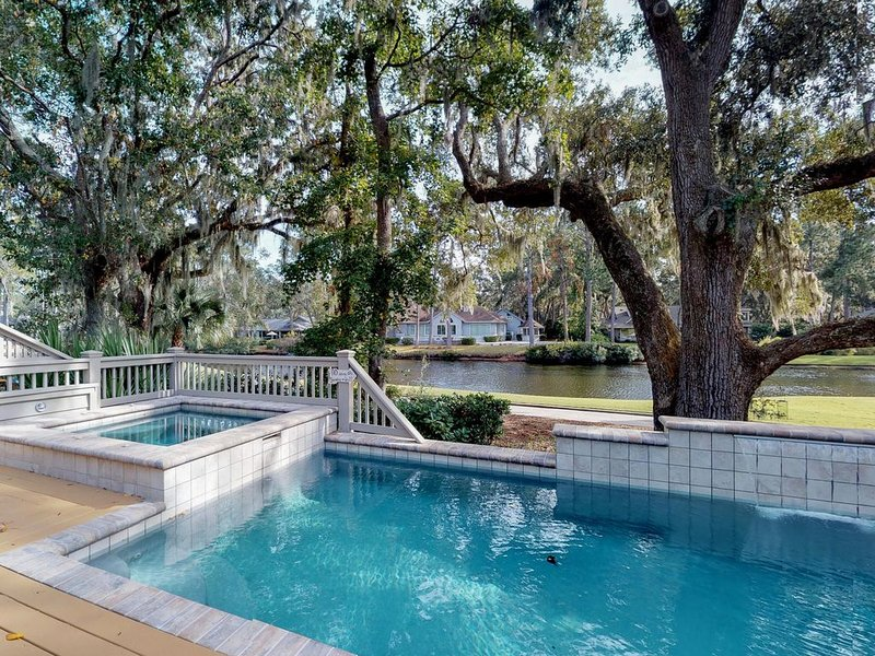 Sunny home w/ private pool, spa, lagoon & golf course views - beach nearby!, alquiler de vacaciones en Daufuskie Island