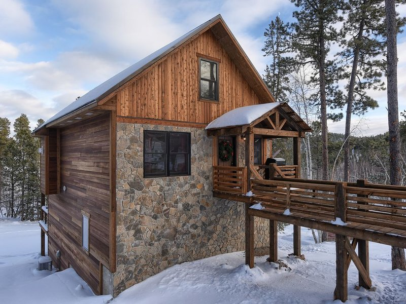 Best Deadwood Location - Skiing - Hot Tub & Access To Heated Swimming Pool, holiday rental in Lead